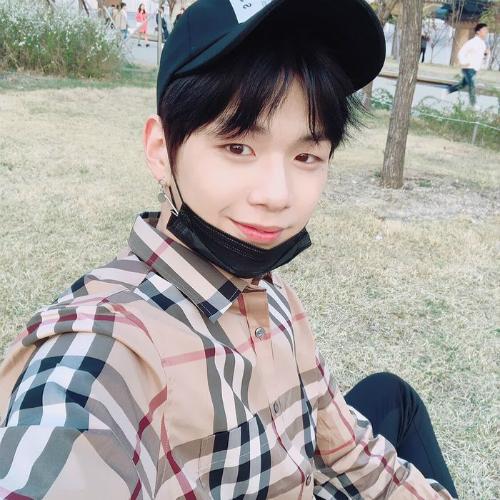 Những trai đẹp Kpop mà netizen muốn mua cho họ đồ ăn ngon