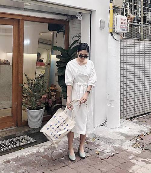 Mang dáng dấp hoài cổ nên váy tay bồng thích hợp với những cô nàng theo đuổi phong cách nhẹ nhàng, thanh lịch kiểu Hàn Quốc.