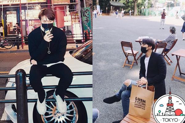 Dong Woon (Highlight) có vật bất ly thân là chiếc khẩu trang khi đi du lịch.