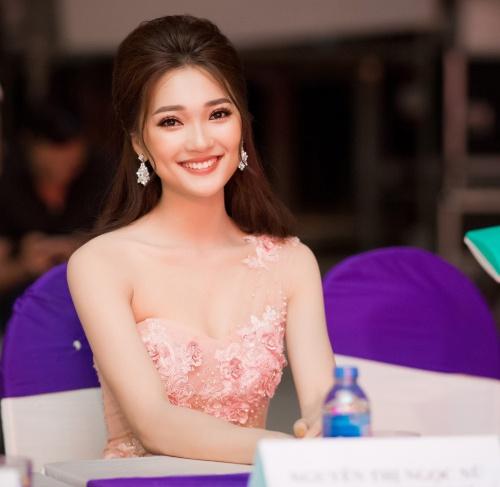 BTC cho biết lý do mời Ngọc Nữ cho vai trò cầm cân nảy mực bởi cô nàng xứ Nghệ đại diện cho thế hệ trẻ Việt Nam năng động, tự tin, thông minh, bản lĩnh cũng phù hợp với những tiêu chí trí tuệ, duyên dáng, năng động, sáng tạo của cuộc thi.