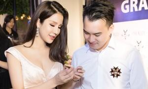 Diệp Lâm Anh dính bạn trai như sam cận ngày cưới