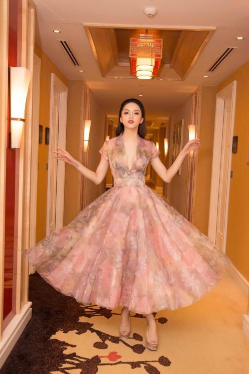 Hoa hậu Chuyển giới Hương Giang xinh đẹp dự sự kiện với bộ cánh bồng bềnh.