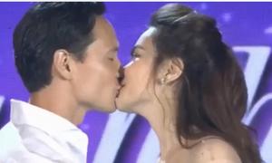 Kim Lý - Hồ Ngọc Hà hôn nhau trước đông người