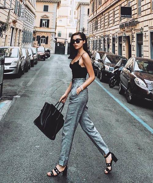 Kỳ Duyên ưa chuộng phong cách đơn giản nhưng gợi cảm và sang chảnh. Các kiểu quần tiện dụng đi kèm giày cao gót, túi và mắt kính hàng hiệu được lòng cô nàng hơn cả.