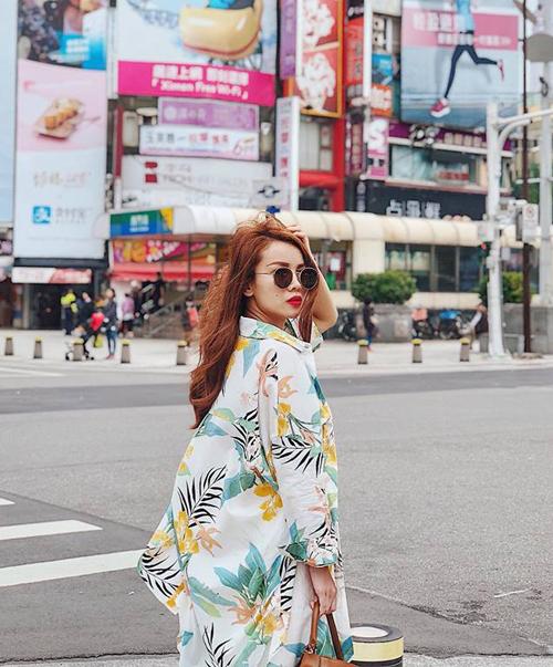 Yến Trang sang chảnh trên đường phố Đài Bắc.