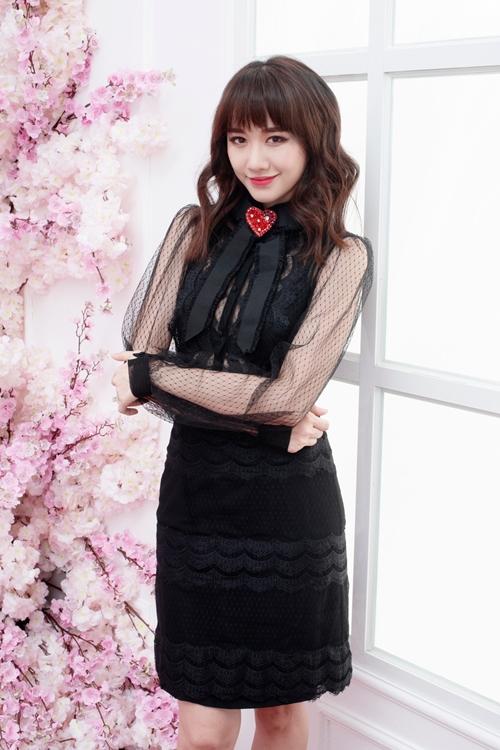 Hari Won đẹp mong manh với váy áo xuyên thấu