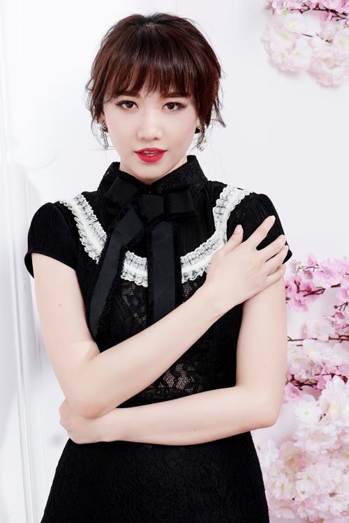 2017 tạo được dấu ấn khi thử sức ở một số lĩnh vực mới, Hari Won đang lấy đà để phát triển sự nghiệp nửa đầu 2018. Sắp tới cô sẽ tham gia một gameshow hoàn toàn mới cùng với ông xã Trấn Thành.