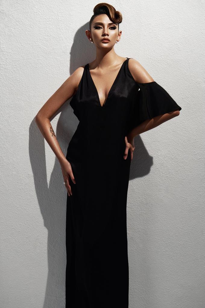 <p> Show diễn Xuân Hè 2018 của Đỗ Mạnh Cường sẽ có khoảng 200 khách mời. Tất cả đều phải diện trang phục có tông màu đen, trắng theo dress code từ ban tổ chức.</p>