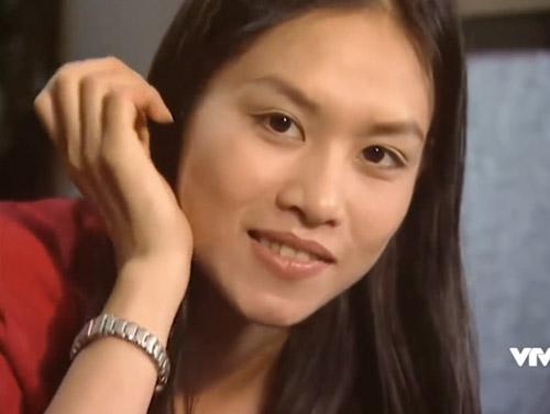 Nhân vật Nguyệt do diễn viên Hà Hương đảm nhận.