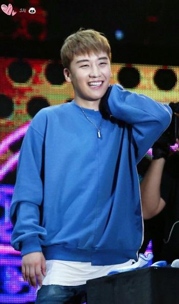 Điểm danh tên thật ít ai biết của các idol Kpop (2) - 4