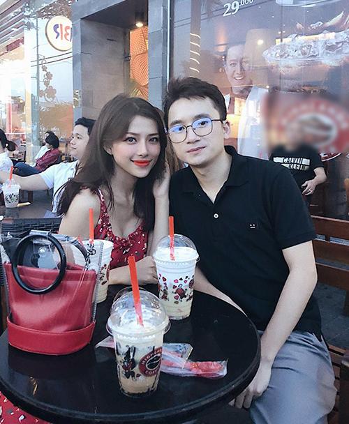 Phan Mạnh Quỳnh khoe cô bạn gái xinh đẹp như hot girl.