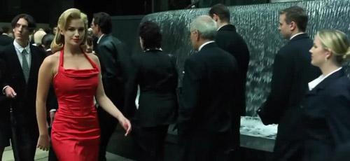 Người đẹp váy đỏ bí ẩn trong Ma trận để lại câu hỏi khó lý giải cho khán giả