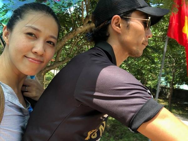 Vợ chồng ca sĩ Phạm Anh Khoa chụp ảnh khẳng định vẫn hạnh phúc.