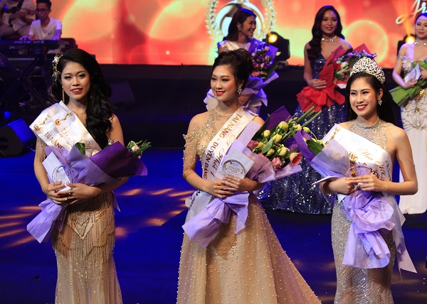 Top 3 nữ sinh xuất sắc của Miss VNAM 2018.