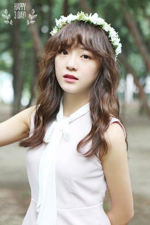 Kim Se Jeong có tiềm năng lớn để gặt hái được thành công như Suzy. Từ khi tham gia show thực tế Produce 101, Se Jeong liên tục tỏa sáng và hút lượng fan lớn. Lần lượt debut cùng I.O.I và Gugudan, Se Jeong xuất hiện trên nhiều chương trình truyền hình, thu hút khán giả bởi tính cách dễ thương, chân thật.
