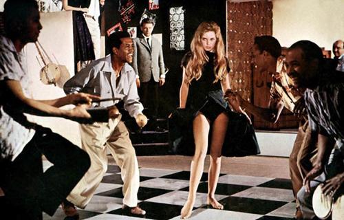 Khoảnh khắc không cần cởi đồ vẫn gợi cảm của Brigitte Bardot - 2