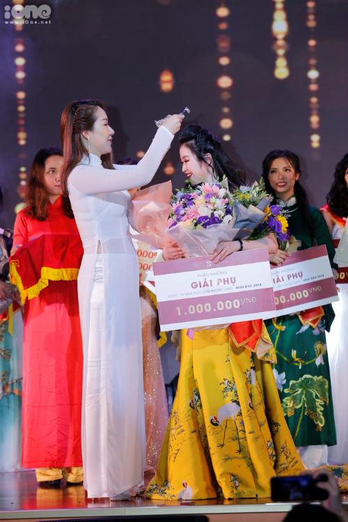 Lê Ngọc Thùy Dương đăng quang Hoa khôi Học viện Ngoại giao 2018 - 1