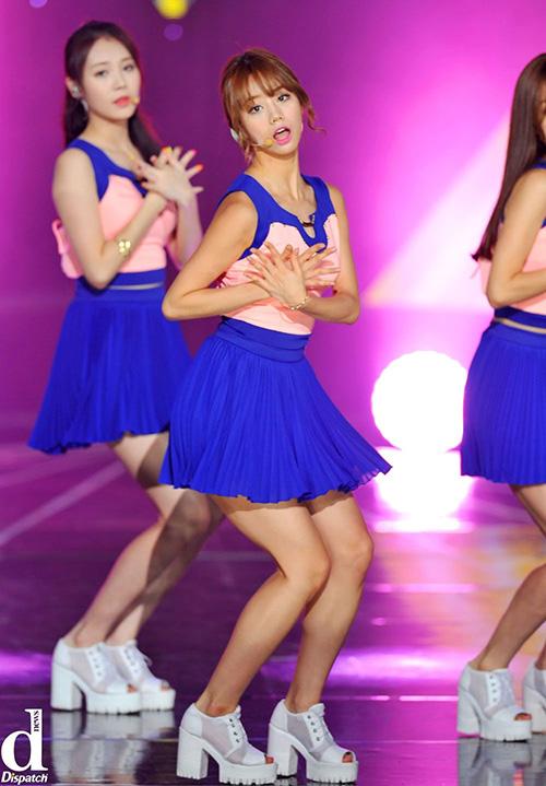 Đồng phục đội cổ vũ của Girls Day thường trông khá nữ tính, bánh bèo so với các girlgroup khác. Chân váy xòe bay bổng và áo với chất liệu mềm nhẹ được nhóm đặc biệt yêu thích.