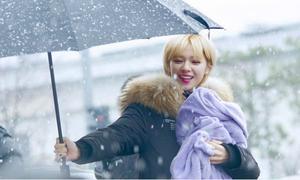 Những hành động ấm áp khiến fan 'ôm tim' của idol Hàn