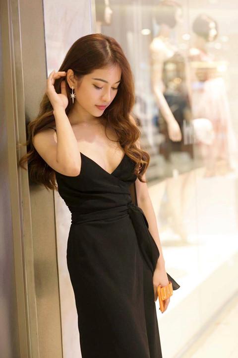 Cô nàng thời gian qua bị nghi ngờ là bạn gái tin đồn của Dương Khắc Linh.