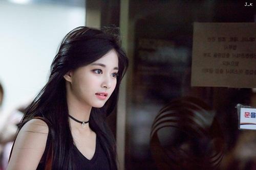 Thành viên Twice lột xác với hình ảnh mạnh mẽ của một chiến binh khi mặc đồ đen.