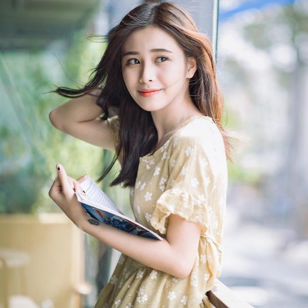 Trong cuộc thi Miss Teen 2017 cô nàng dừng chân ở top 18 nhưng gương mặt xinh xắn, ăn hình và khả năng ăn nói sắc sảo giúp Phương Dung trở thành nàng thơ quảng cáo. Thời điểm ấy, cô nàng liên tục xuất hiện trên truyền hình, trở thành gương mặt đại diện của nhiều nhãn hàng quảng cáo.
