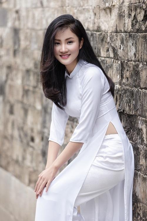 <p> Huyền có niềm đam mê đặc biệt với trang phục áo dài. Khi rảnh rỗi, cô nàng thử sức với vai trò mẫu ảnh.</p>