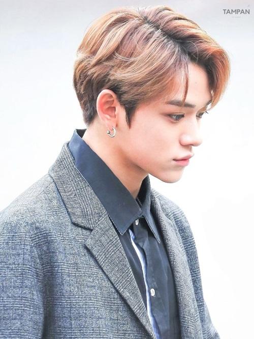 Thành viên NCT sở hữu chiếc mũi cao, góc nghiêng thần thánh. Anh chàng hợp với hình ảnh chàng hoàng tử hào hoa trong game.