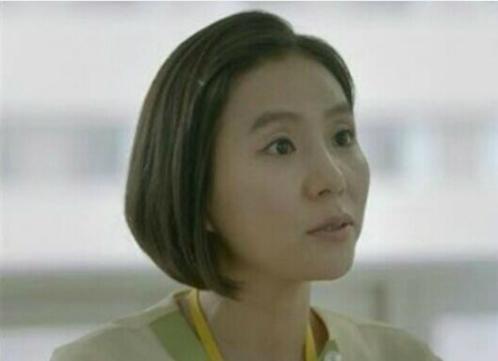 Y tá trưởng Ha Ja Ae trongDescendants of The Sun.