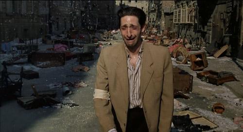 Biển cảm ấn tượng của Adrien Brody trong phim.