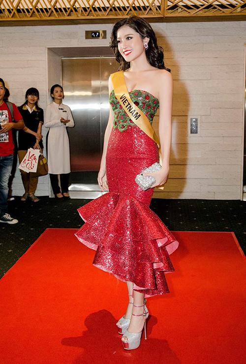 Nhiều bộ cánh Huyền My mặc khi đại diện Việt Nam thi Miss Grand International 2017 cũng không được đánh giá cao.