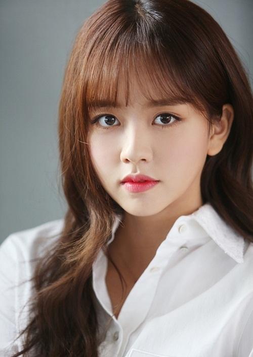 Chưa từng trải qua bất cứ mối tình nào, nữ diễn viên Kim So Hyun từng tự  hứa với lòng mình rằng: Bước vào độ tuổi 20, nhất định mình sẽ phải  hẹn hò!. Kim So Hyun tiết lộ lý do khiến cô vẫn chưa có mảnh tình vắt  vai là vì không thấy có gì đáng để phải yêu và do tham gia đóng phim  từ bé, không thường xuyên tới trường nên cô nàng cũng không quen biết  nhiều bạn nam.