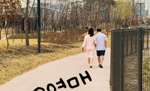 Bức ảnh được cho là của Min Hwan và Yul Hee.