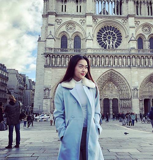 Diệp Bảo Ngọc mặc đồ ấm áp khi đi du lịch châu Âu.