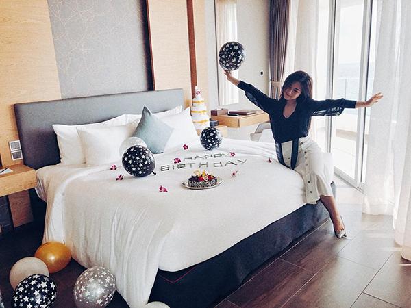 Hương Tràm mừng tuổi mới trong một resort 5 sao ở Phú Quốc.