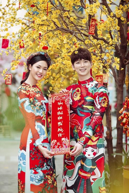 Á hậu Thanh Tú e ấp bên trai Hàn đón Tết - 5