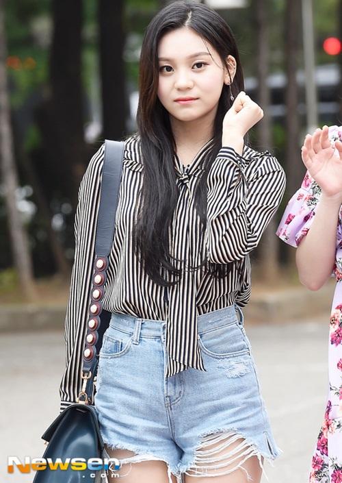 Trong mỗi mùa comeback, Um Ji luôn là tâm điểm vì nhan sắc ngày càng nâng cấp.