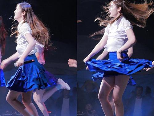 Những idol Hàn mất mặt vì sự cố tuột nội y trên sân khấu