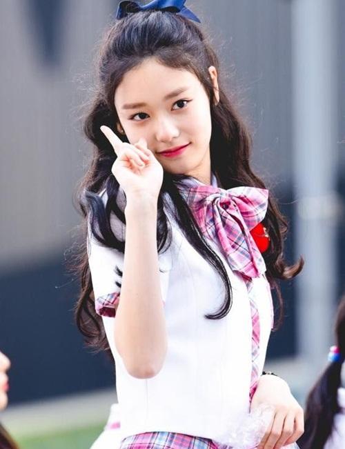 Cô bé sinh năm 2003 Kim Do A đang thu hút nhiều sự chú ý bởi vẻ đáng yêu, gương mặt tròn.