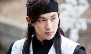 6 idol chuyển sang đóng phim được fan khen hết lời