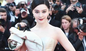 Cannes ngày 4: Phạm Băng Băng kiêu kỳ với đầm lệch vai