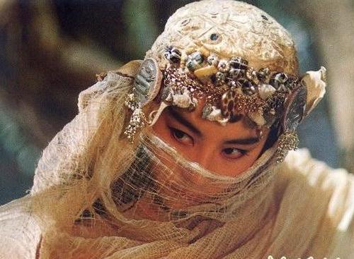 Những đạo cụ khó đỡ nhất trong phim Hoa ngữ khiến diễn viên xấu xí bội phần - 3
