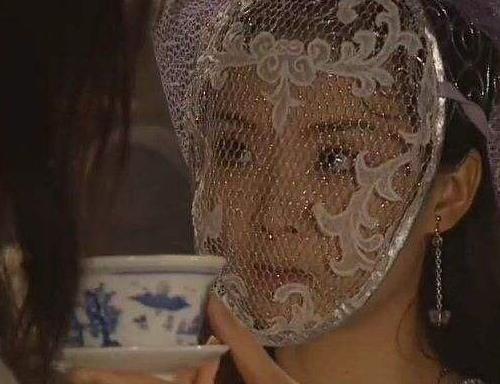 Những đạo cụ khó đỡ nhất trong phim Hoa ngữ khiến diễn viên xấu xí bội phần - 4