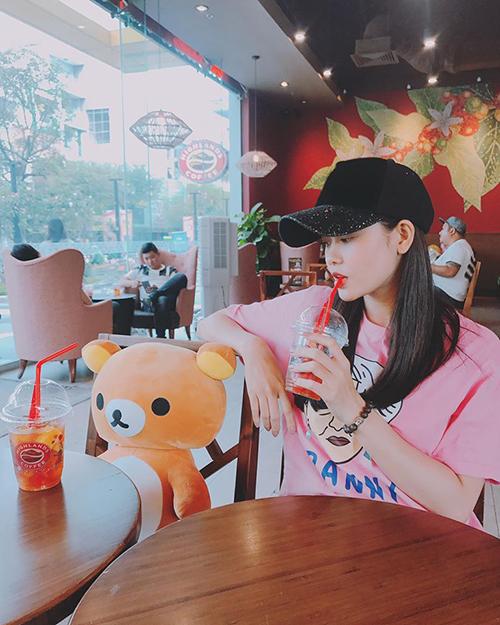 Trương Quỳnh Anh tự hào khoe đi ăn với gấu.