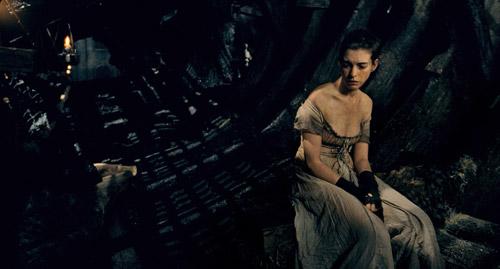 Cô gái điếm đáng thương với tạo hình tiều tụy của Anne.