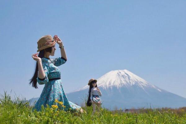 Diện đồ đôi với búp bê, 9x Nhật Bản khiến nhiều người rùng mình
