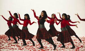 Chi Pu khoe vũ đạo lạ mắt với dàn dancer trong MV mới