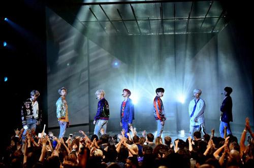 Những lần BTS khiến fan K-Pop há miệng kinh ngạc vì lập kỷ lục thế giới. - 2