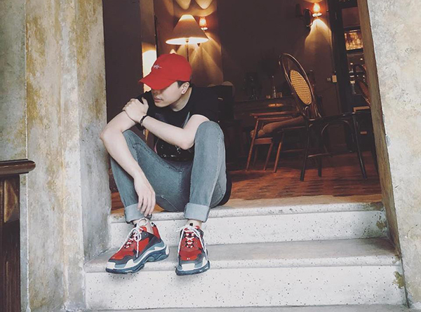 Trịnh Thăng Bình khoe cây đồ cool ngầu giúp anh trông trẻ trung hơn so với tuổi 30.