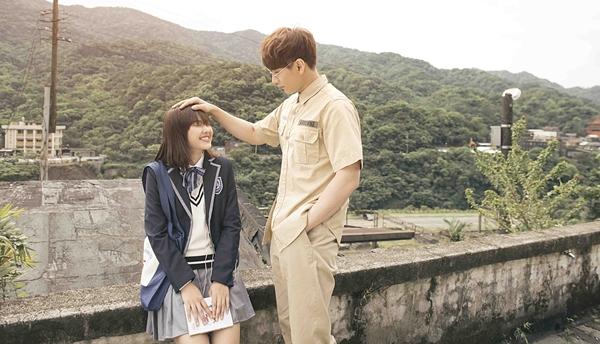 Hiện Isaac tham gia diễn xuất trong một phim nhạc kịch mới mang tên Mùa hát tình casẽ ra mắt trong năm nay và phim điện ảnh Song Lang.